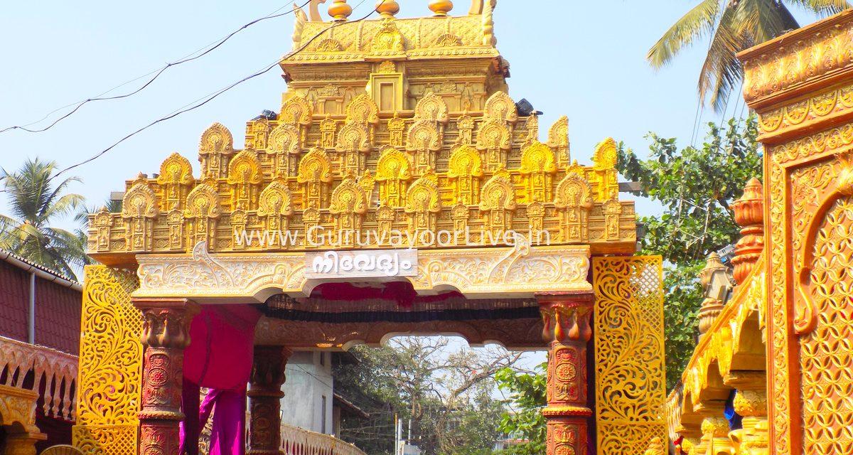 നിശ്ചലദൃശ്യങ്ങൾ  ഒരുക്കി വര്ണാഭമാക്കി  ഗുരുവായൂർ ക്ഷേത്ര മതിൽക്കെട്ട്